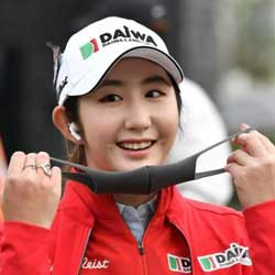 Japanese Tour Player Take Solo Lead in South Korean Women's Golf Major Event